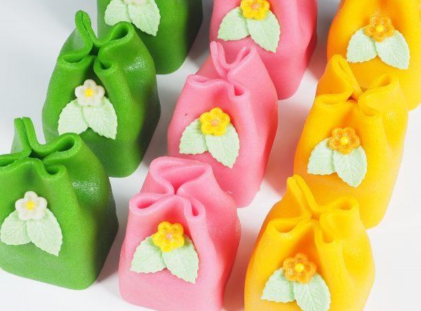 FunCakes marsepein gebakjes in verschillende kleuren verwijzen naar het marsepein assortiment