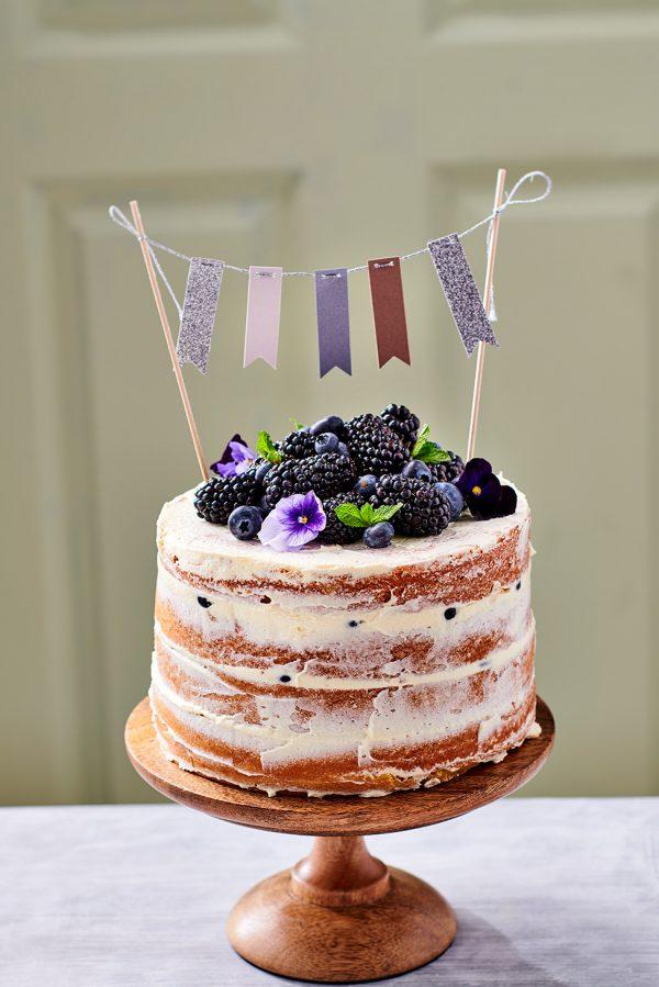 FunCakes naked cake met vers fruit verwijst naar FunCakes baking mix categorie