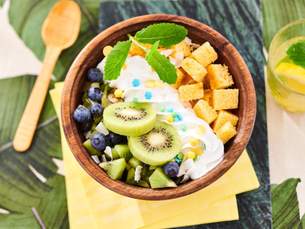 Don't worry about a thing ... With this delicious Tropical Cake Bowl, every little thing is gonna be ok.. A clear blue sky and sunshine will complete this summer party.
