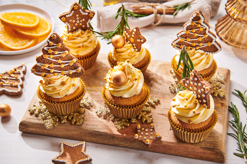 Christmas cupcakes with gingerbread cookies