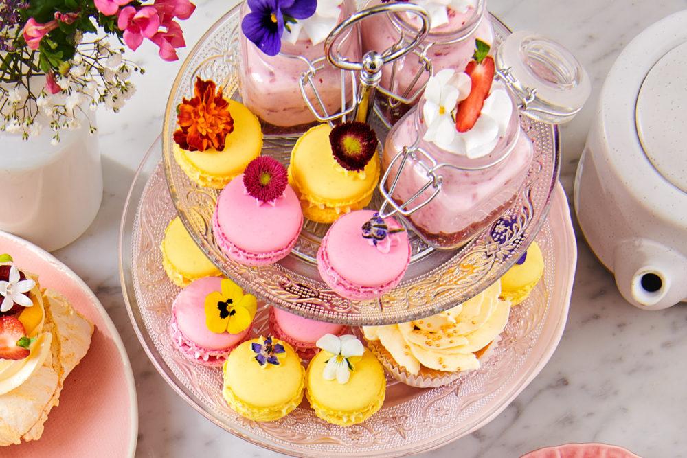 Macarons met eetbare bloemen