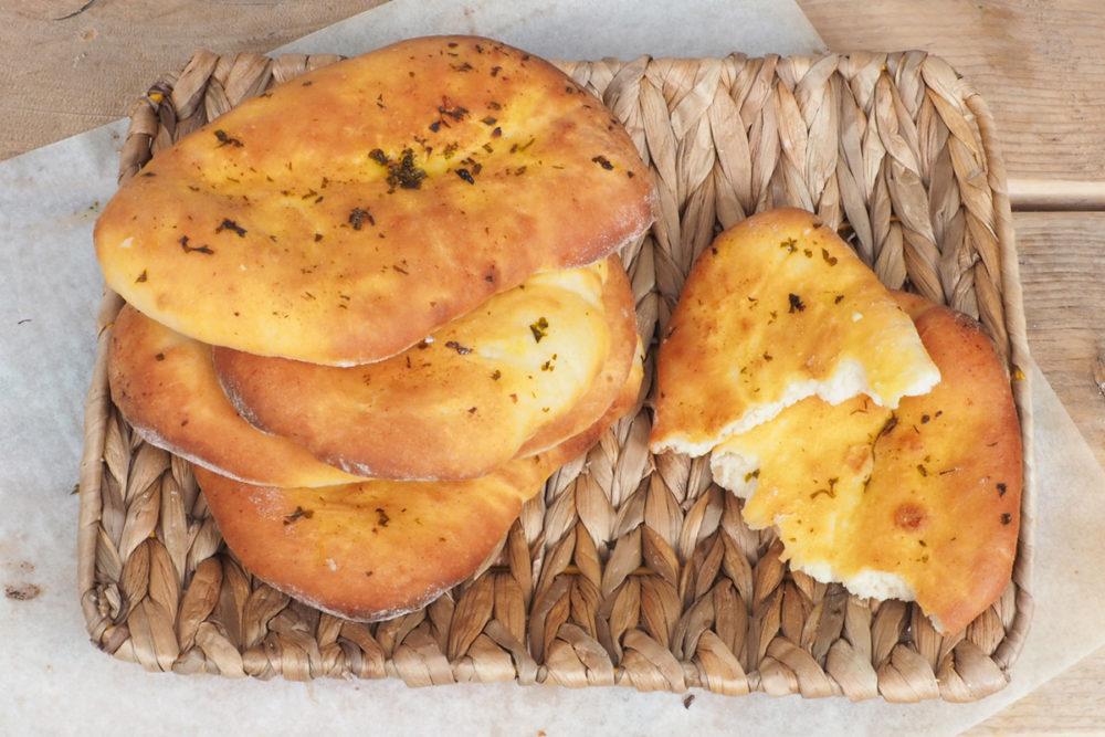 Naanbroodjes met knoflook en peterselie