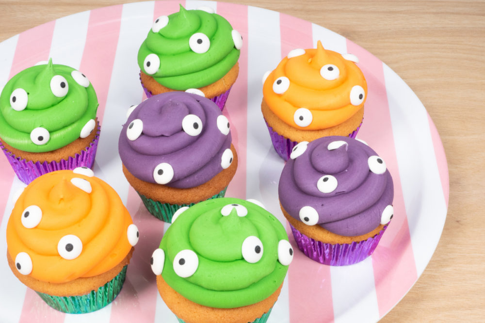 Spooky eyes cupcakes