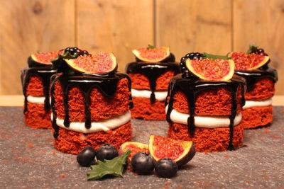 mini-red-velvet-drip-cakes