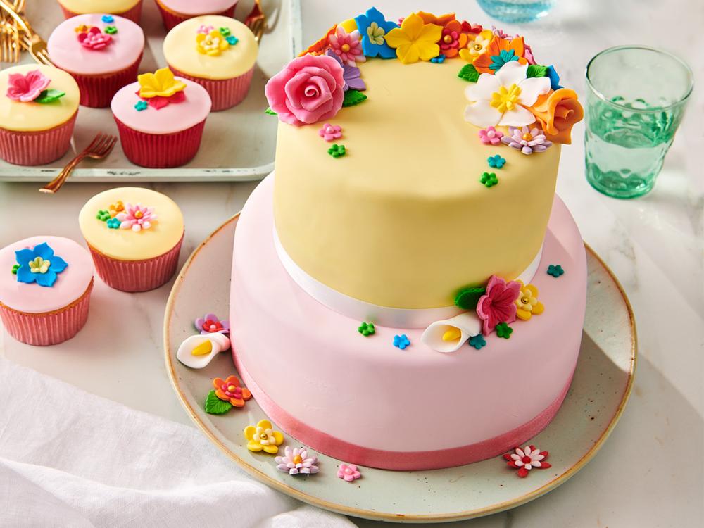 kleurrijke taart met fondantbloemen