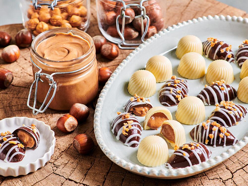 Bonbons met hazelnootpraliné vulling